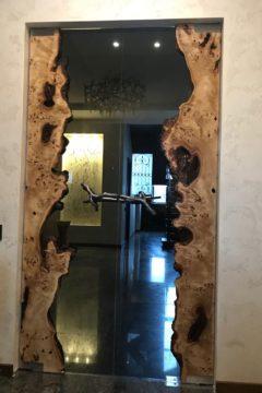 Стеклянная дверь с декором