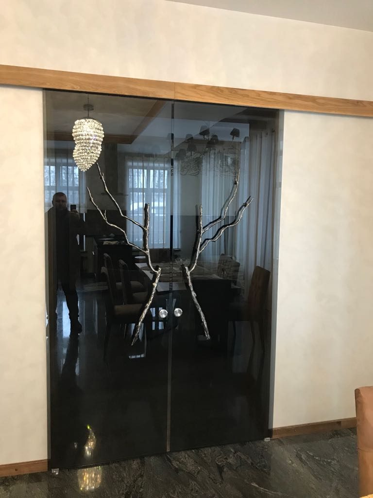 Стеклянная дверь с декором, Москва
