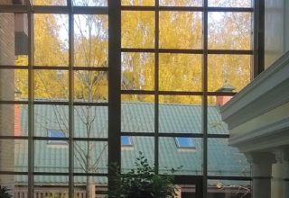 Стеклянный фасад и крыша