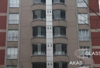 Безрамное остекление балконов в многоэтажном доме