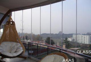 Остекление балкона без рам от пола до потолка