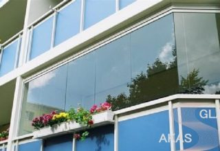 Остекление балкона без рам в многоквартирном доме в Москве