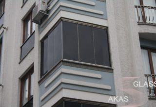 Безрамное остекление балконов в панельном многоквартирном доме
