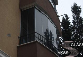 Безрамное остекление балконов в Москве