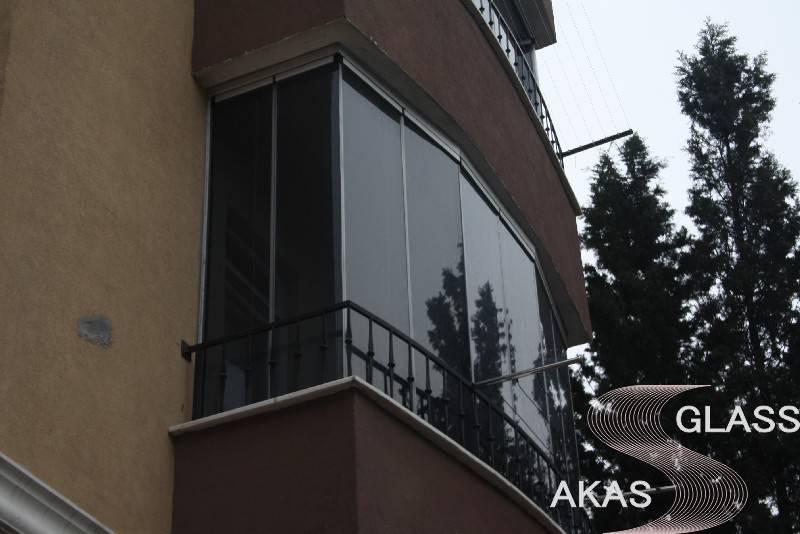 Безрамное остекление балконов и лоджий в Москве