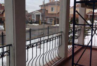 Алюминиевые ограждения балкона в коттедже