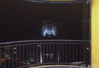 Безрамное остекление круглого балкона от пола до потолка системой «Книжка»