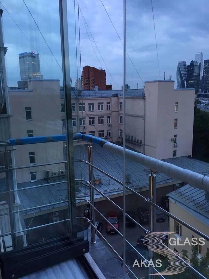 Французский балкон с окнами от пола до потолка