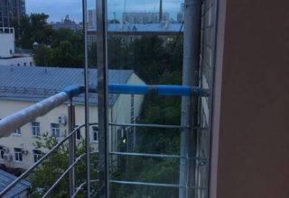 Французское остекление балкона «Парковка»
