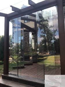 входная стеклянная дверь