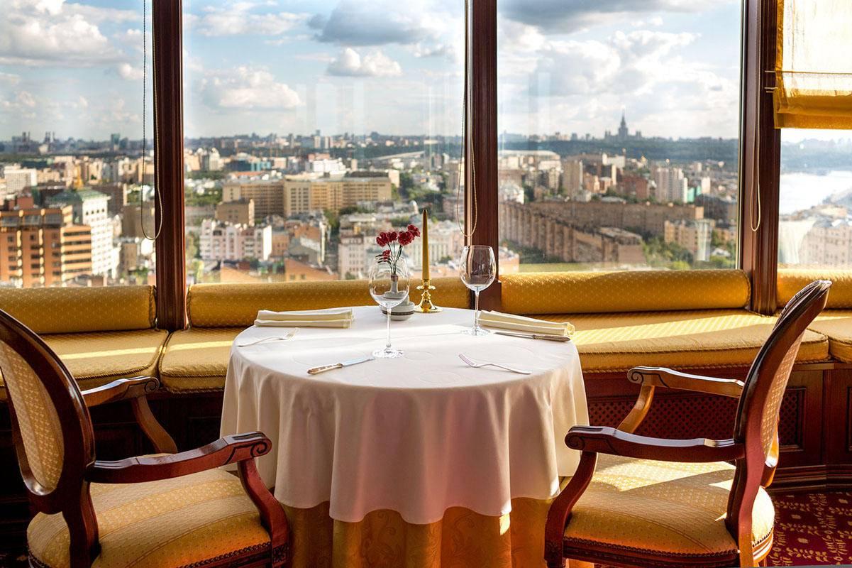 Безрамное остекление для кафе и ресторанов, Москва