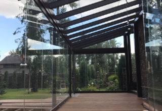 Терраса со стеклянными стенами и крышей