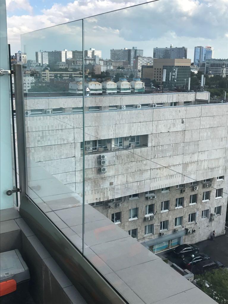 Производство и монтаж стеклянных ограждений для любых помещений
