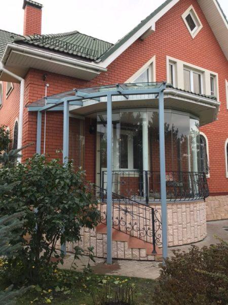 Тамбур и козырек из стекла на входе в дом, Подольск