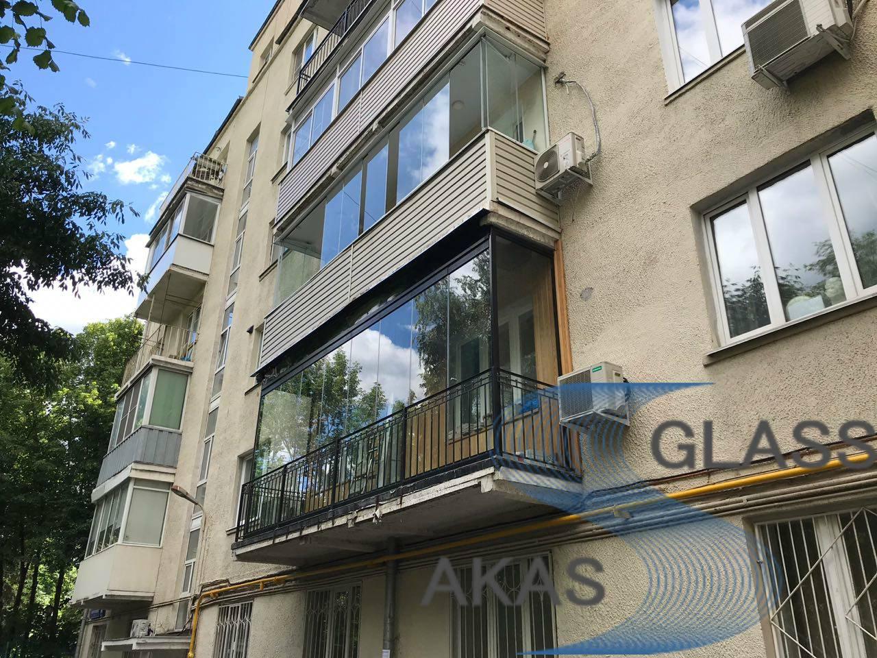 Французское остекление балкона в квартире, Москва