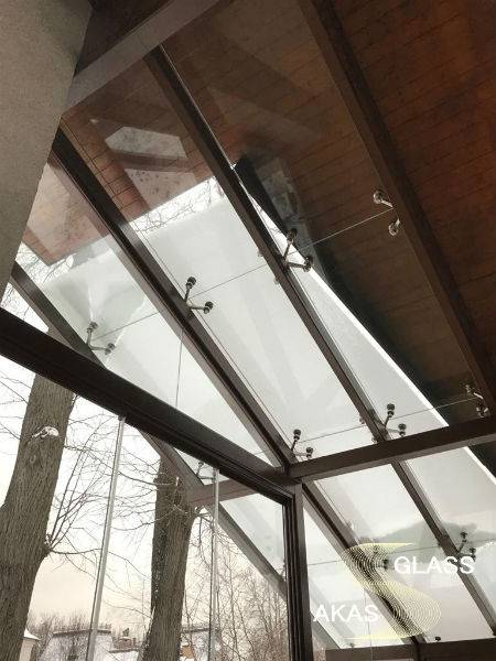 Изготовление и установка стеклянной крыши на спайдерах в частном доме, АКАС-Гласс