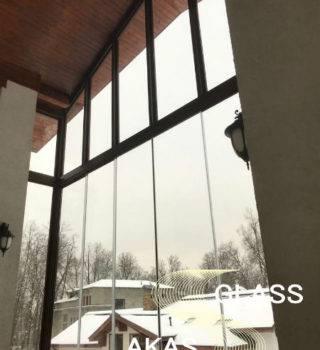 Остекление балкона в коттедже без рам, Москва