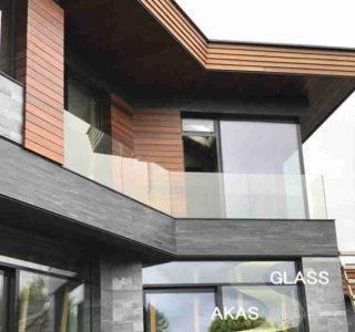 стеклянное ограждение балкона в доме