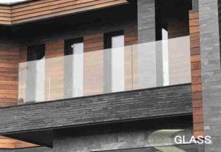 стеклянное ограждение на фасаде дома