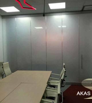 Стеклянные перегородки в офисном помещении