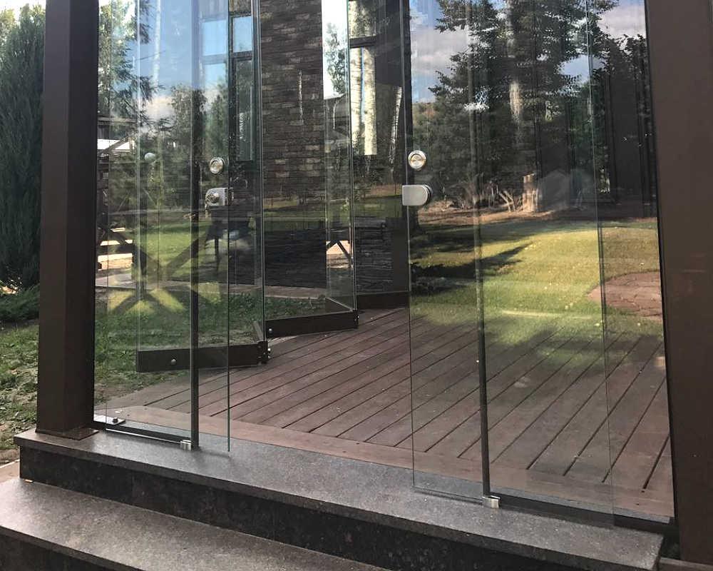 Стеклянная раздвижная дверь для террасы