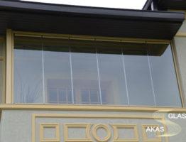 Безрамное остекление балкона в Москве
