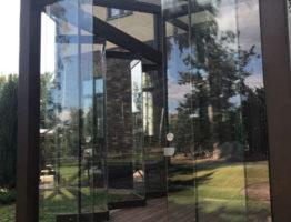 Стеклянная раздвижная дверь на террасу