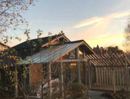 Изготовление и монтаж стеклянной крыши для веранды